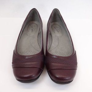 NEW! Size 7M Women's Life Stride Flats Dark Red